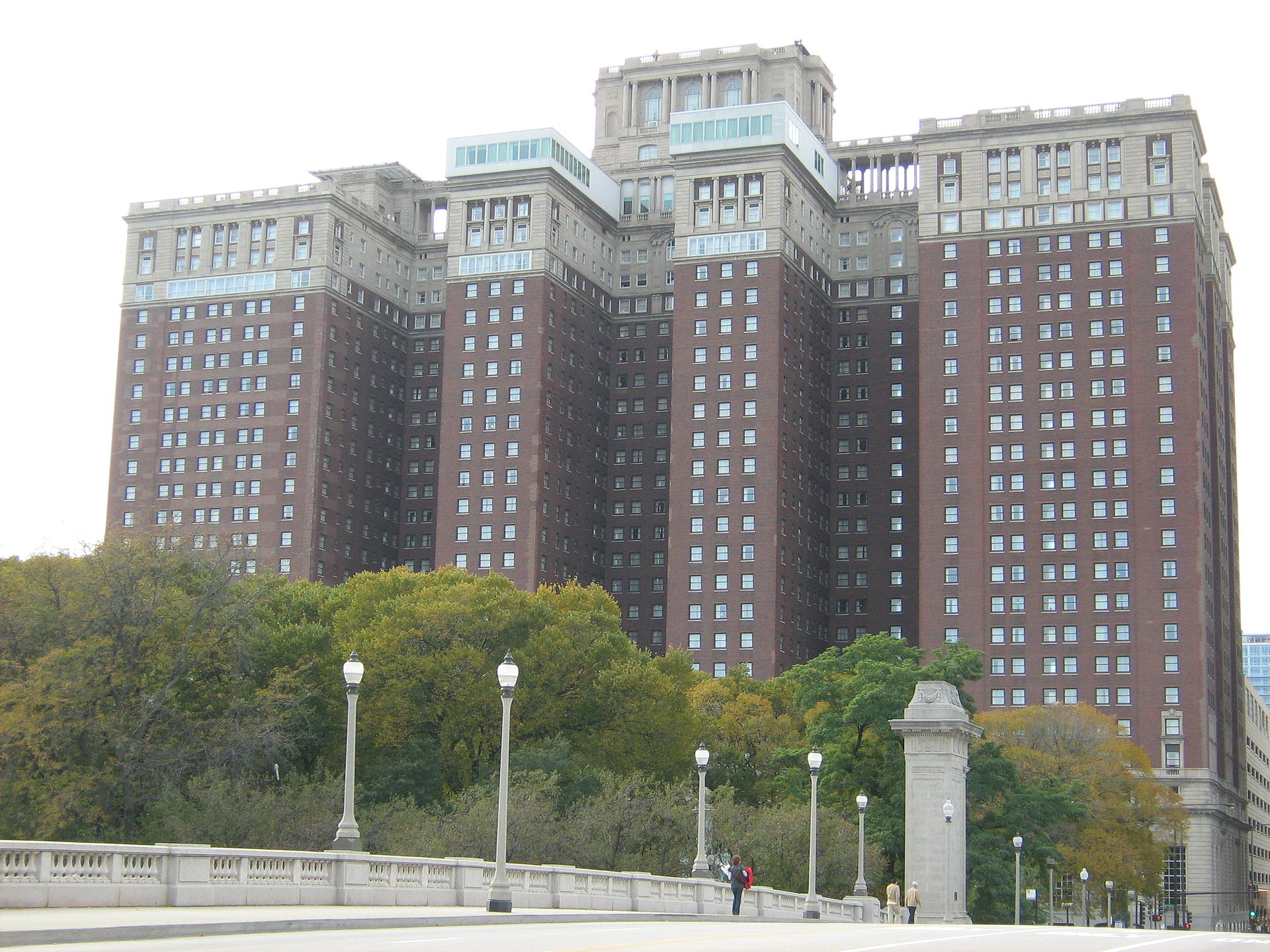 Hilton chicago wikipedia for Chicago lodging