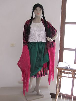 Cholo - Typical dress of a chola cuencana