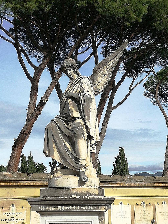 Cimitero delle porte sante tomba con angelo