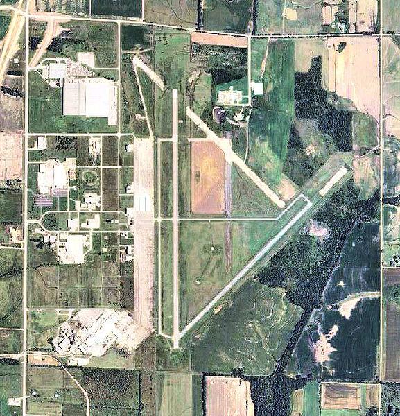 Coffeyville (KS) United States  city photo : Coffeyville Municipal Airport KS 2006 USGS Wikimedia ...