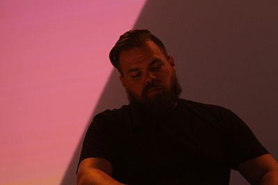 Picture of a band or musician: Com Truise