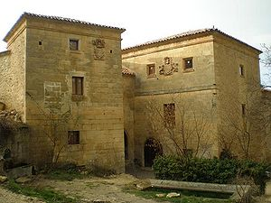 Casas restauradas de los De la Fuente Bustaman...