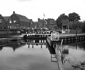 County Lock - County Lock in 1975 with Simonds' Brewery in background.