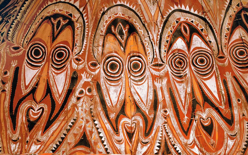 Décor d'une maison destinée à un culte local Nord de la Nouvelle-Guinée, Maprik. Photo de Jean pierre Baldéra.