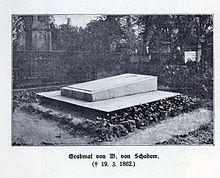 Grabmal von W. von Schadow auf dem Golzheimer Friedhof, Aufnahme von 1911 (Quelle: Wikimedia)