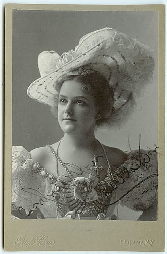 Illustrated song - Della Fox was one of many performers whose singing and/or playing was part of illustrated songs.