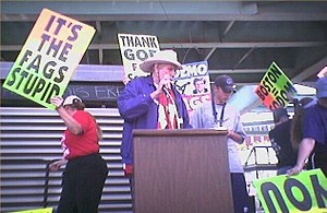 Fred Phelps - Phelps speaking at a picket at the 2004 Democratic National Convention
