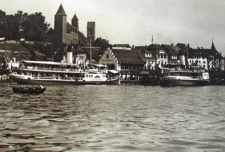 ZSG paddle steamships Stadt Rapperswil (to the left) and Stadt Zürich at Rapperswil harbour (1914)
