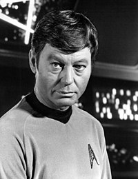 Photo publicitaire de DeForest Kelley dans le rôle de Leonard McCoy.