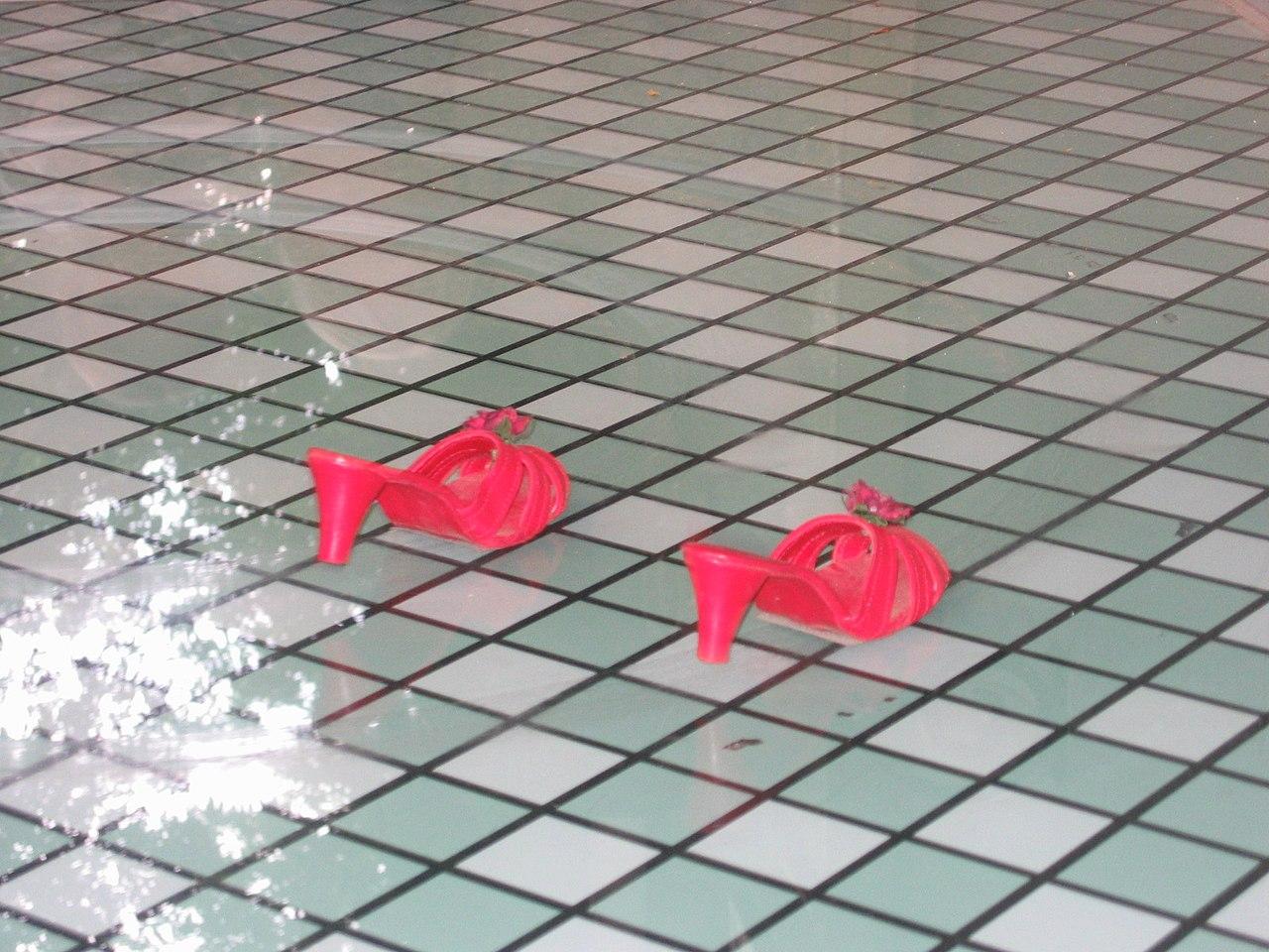 72636565ea6 File:De rode schoentjes Efteling.jpg - Wikimedia Commons