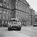 Defilé voor het Paleis op de Dam Sherman tank, Bestanddeelnr 900-4695.jpg