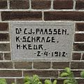 Detail westgevel- gevelsteen, rechts van de entree trap - Garrelsweer - 20373806 - RCE.jpg