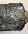 Detalj av vänster lårskena till Erik XIVs rusting - Livrustkammaren - 22455.tif
