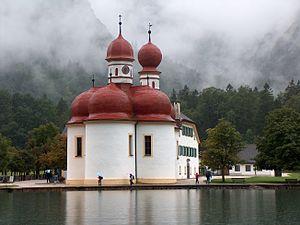 St. Bartholomew's Church, Berchtesgaden - Image: Die Kirche von St. Bartholomä am Königssee