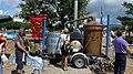 Distillerie ambulante sur le marché de Sault.jpg