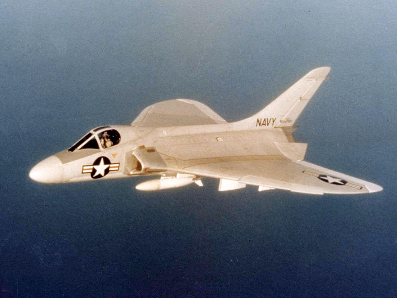 1280px-Douglas_F4D-1_Skyray_in_flight_c1