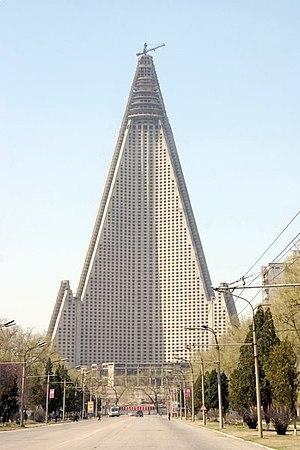 Ryugyong Hotel - Image: Dprk pyongyang hotel rugen 05 s