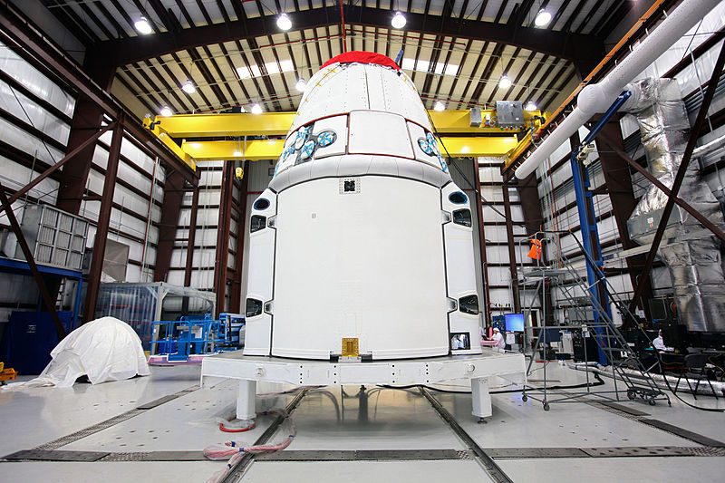 800px-Dragon_in_Hangar_at_Cape_Canaveral.jpg