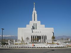 Draper Utah Temple Entrance.jpg