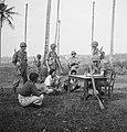 Drie Indonesiers zit op de grond. Een Nederlandse militair zit achter een tafel…, Bestanddeelnr 15798.jpg