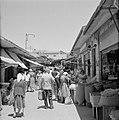 Drukbezocht marktstraatje in de stad, Bestanddeelnr 255-2272.jpg