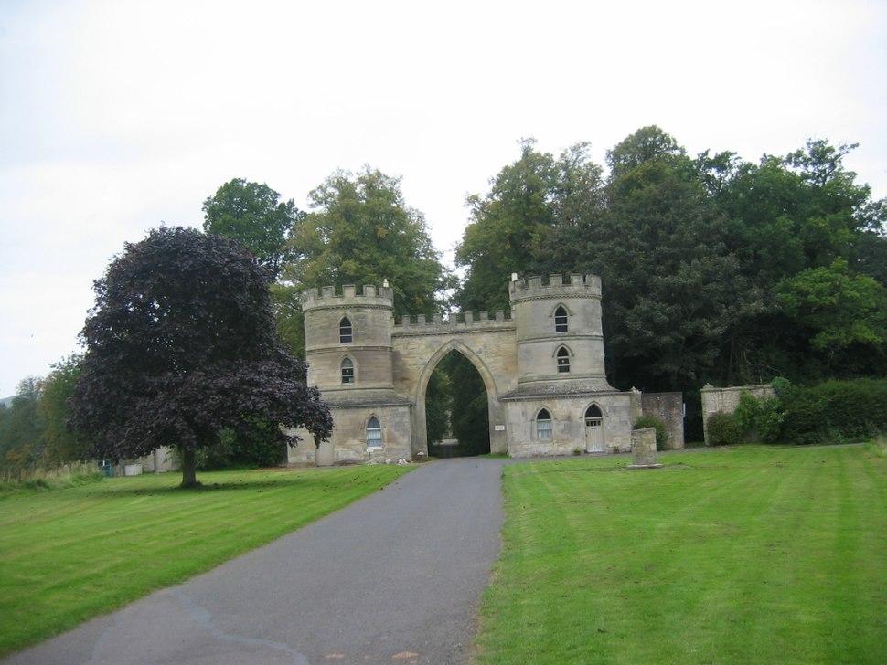 Duns Castle1