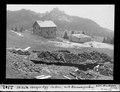 ETH-BIB-Skihütte Iberger Egg im Bau, mit Brunnengrabung-Dia 247-02342.tif