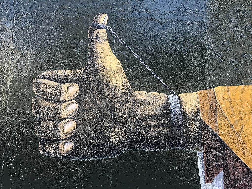 East Side Gallery - Graffiti on Berlin Wall 04