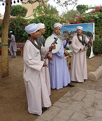 Jellabiya - Musicians in Egypt wearing (urban) jellabiya