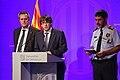 El president Puigdemont amb el conseller d'Interior i el major dels Mossos a la compareixença informativa 02.jpg