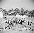 Eliseus bron in de omgeving van Jericho daaromheen vrouwen die water halen, Bestanddeelnr 255-5639.jpg