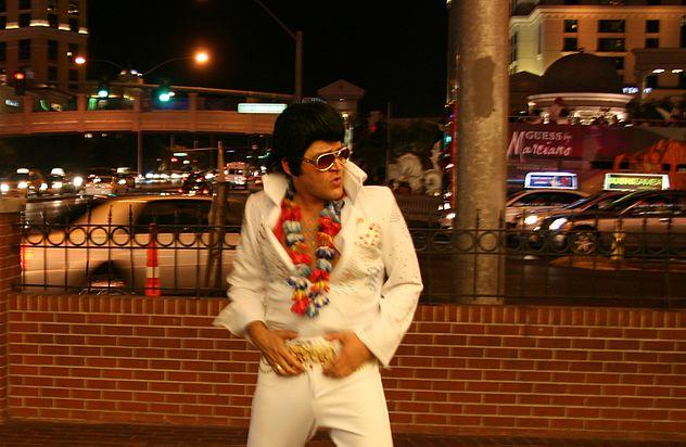 Elvis Presley impersonator, Las Vegas.jpg