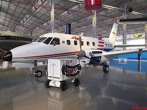 Embraer EMB-110 - Bandeirante - Usado para o transporte de passageiros, carga, busca e salvamento. O último Bandeirante foi fabricado em 1990, encerrando-se assim um importante ciclo na indústria aeroespac - panoramio