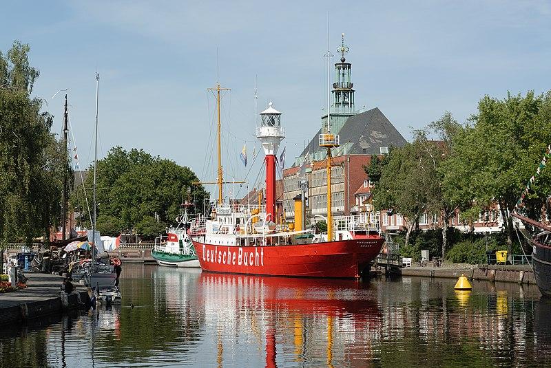 File:Emden Ratsdelft und Rathaus (2008).jpg