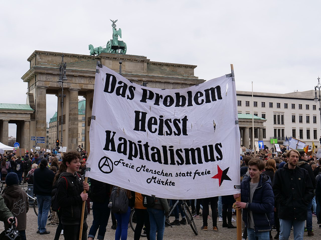End of the FridaysForFuture demonstration Berlin 29-03-2019 01.jpg