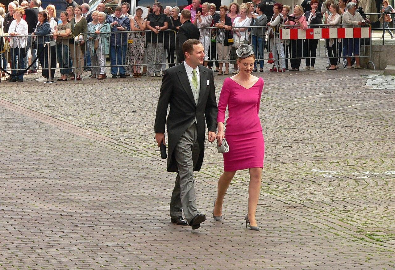 Ernst August von Hannover 1983 Hochzeit Ekaterina Malysheva Georg Friedrich Prinz von Preußen und Ehefrau Sophie Prinzessin von Preußen.jpg