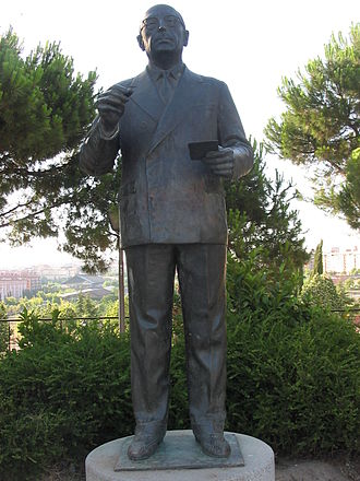Enrique Tierno Galván - Statue of Tierno Galván in Madrid, in the park named after him