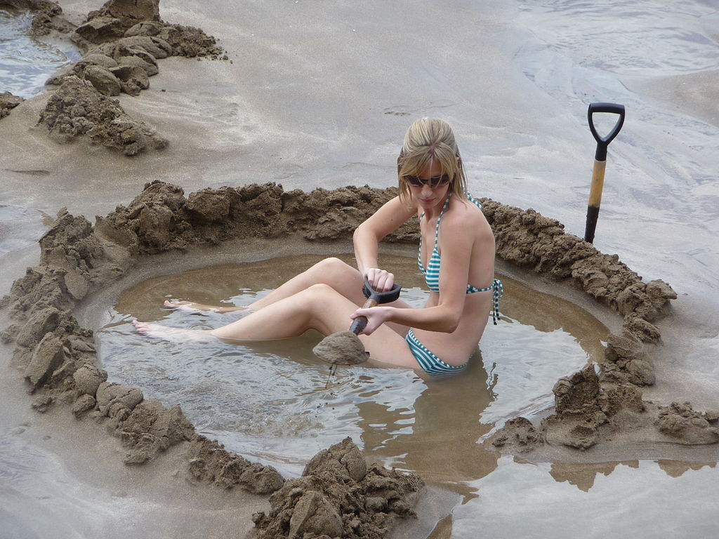Hot In Water : File excavations on hot water beach new zealand dec