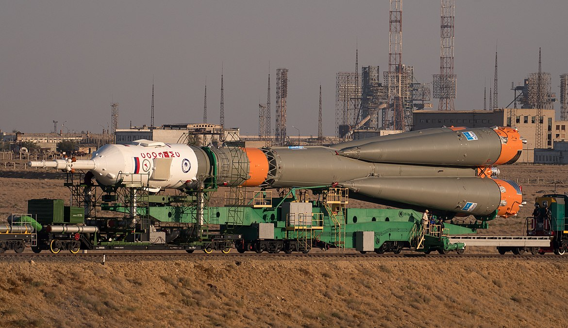 Expedition 53 Soyuz Rollout (NHQ201709100018).jpg