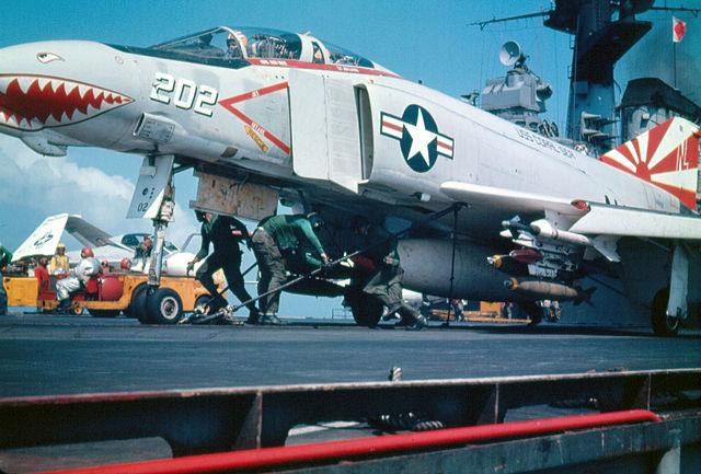 F8 Finback - Trumpeter - 1/72 640px-F-4B_VF-111_CVA-43