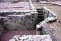 F07 Alesia Ausgrabungen, Wohnhauskeller mit Treppe.0036.JPG