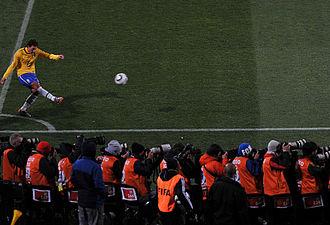 Elano - Elano taking a corner kick against North Korea at the 2010 FIFA World Cup