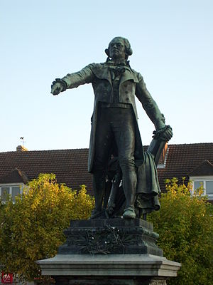 Arcis-sur-Aube - The statue of Danton in 2007