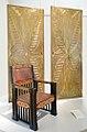 Fauteuil et décors de porte de Peter Behrens (Musée de la colonie d'artistes, Darmstadt) (8729765938).jpg