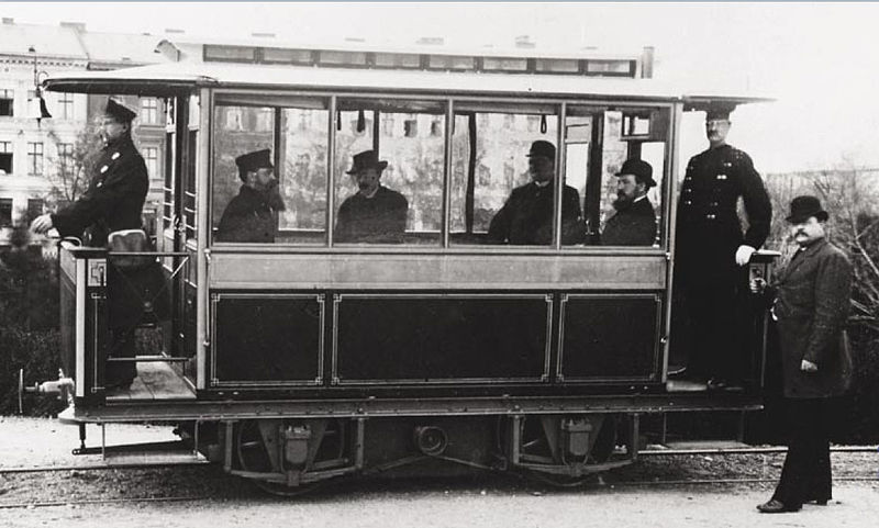 File:First electric tram- Siemens 1881 in Lichterfelde.jpg