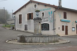 Fontaine rue Combes Nantey Val Épy 5.jpg