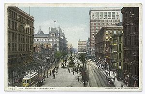 Fountain Square, Cincinnati - Fountain Square in 1907.