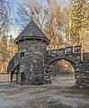 Frauenstein Schloss Wasserablaufschleusenturm und Zinnen-Tor 14122016 5658.jpg