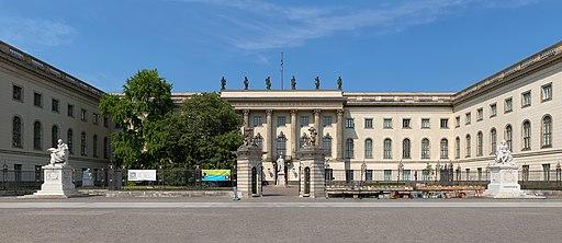 Frontansicht des Hauptgebäudes der Humboldt-Universität in Berlin