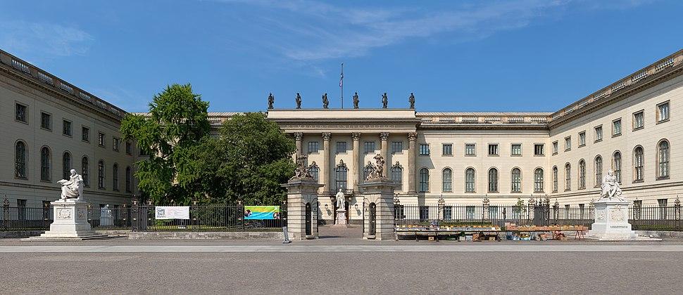 Frontansicht des Hauptgeb%C3%A4udes der Humboldt-Universit%C3%A4t in Berlin.jpg
